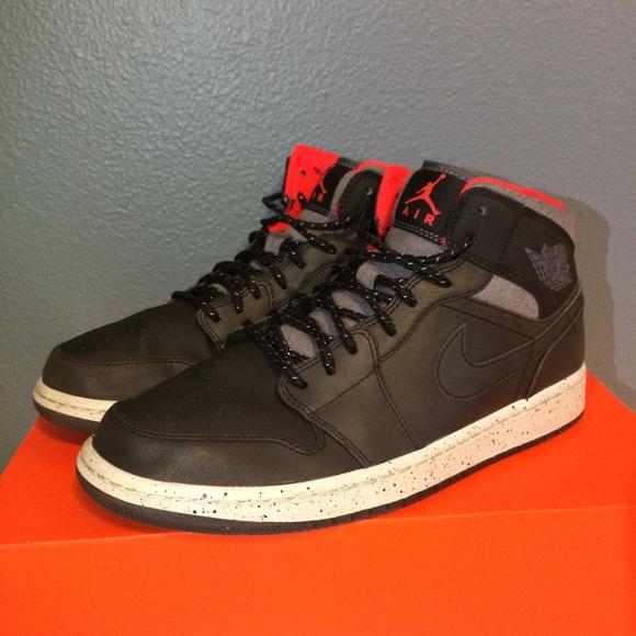 7938e652a4b54e Jordan Other - Nike Air Jordan 1 Mens Size 9 Mid Holiday Black